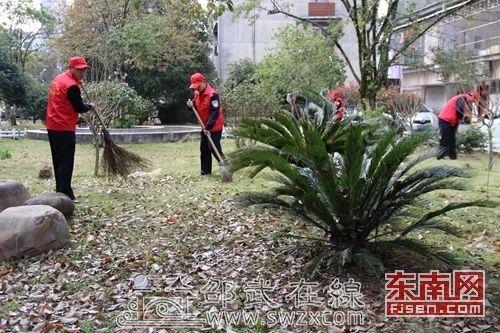 邵武市公安局交警大队开展卫生清扫活动
