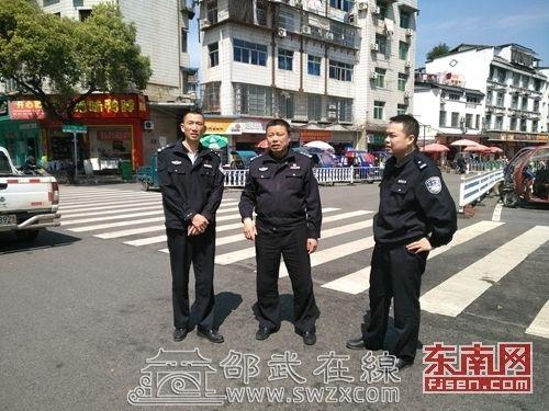泰宁交警大队长肖来军到邵武考察城市交通管理工作