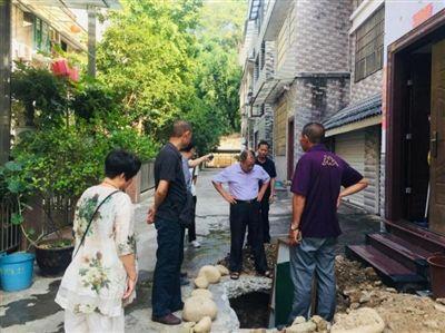 丹溪风情小区存在污水外溢问题,给小区居民造成困扰。