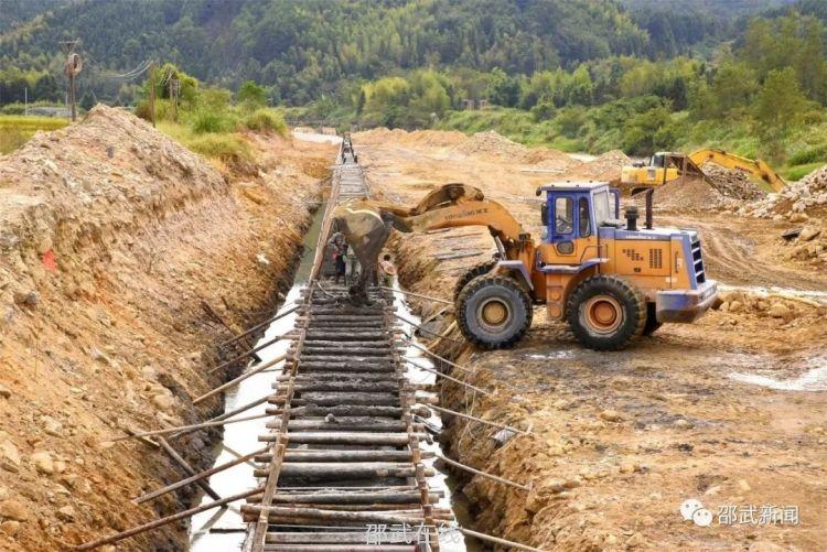 保護生態系統,水口寨河流域生態護岸工程施工中