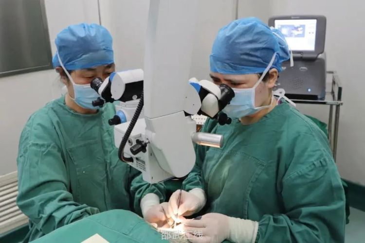 【医疗技术】眼科完成首例青光眼引流阀植入术