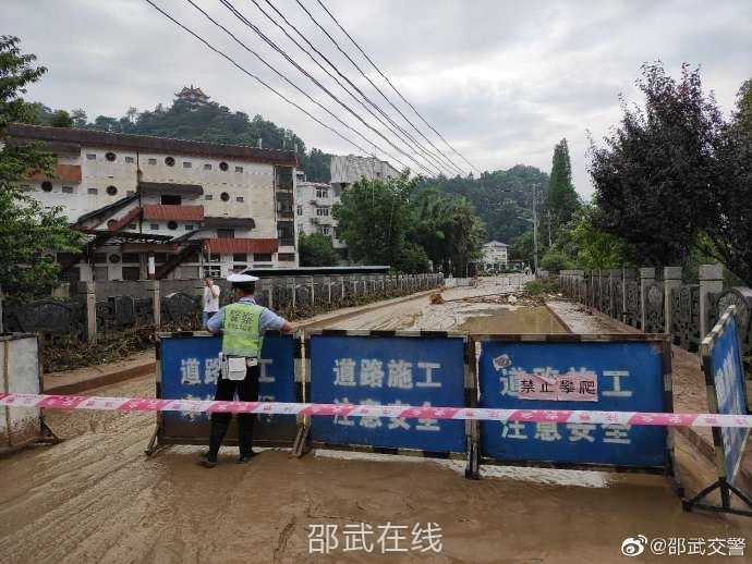 福山桥出现道路安全隐患,已实行道路封闭措施