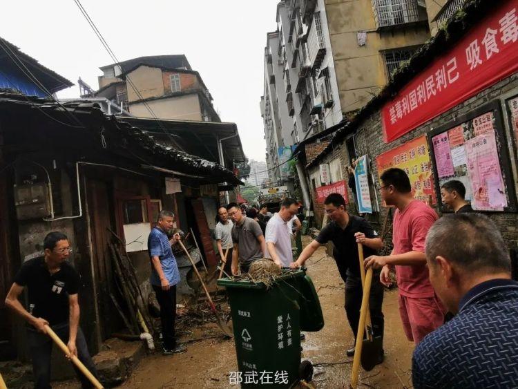 邵武市各级党组织和广大党员干部奋力抗洪救灾