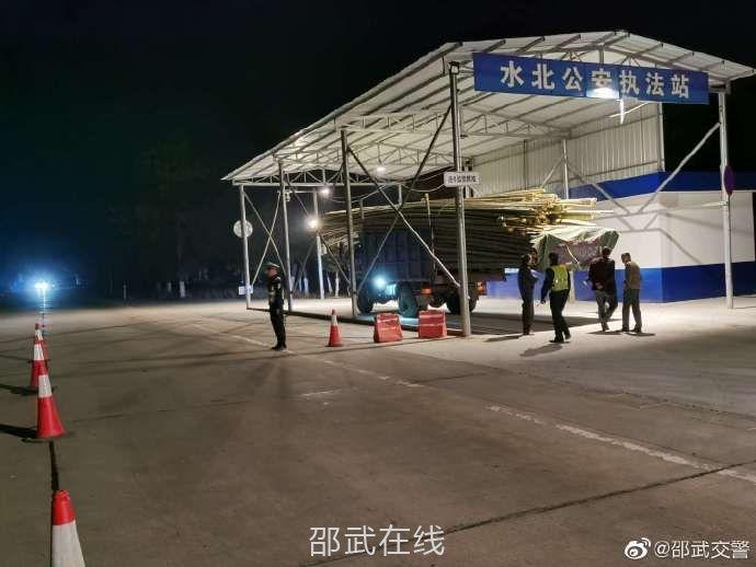邵武公安交警开展毛竹车专项整治行动
