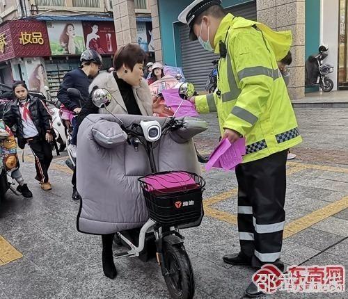 """邵武公安交警大队开展""""护航开学季""""主题宣传"""
